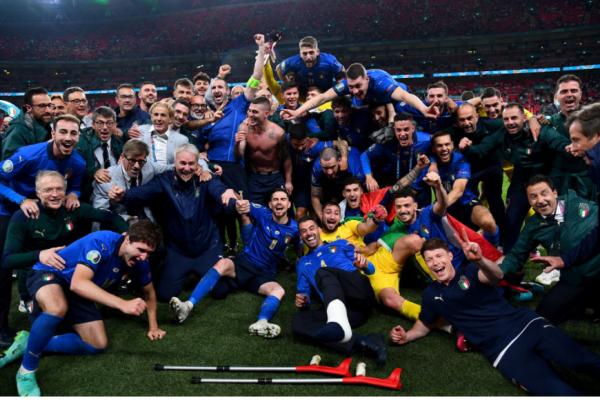 Italy beat England on penalties 3-2